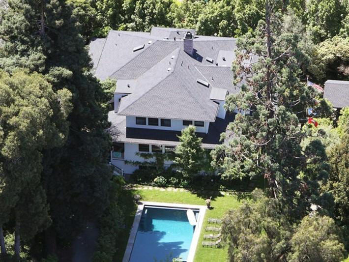 Bên trong căn nhà khiêm tốn của ông chủ Facebook ở thung lũng Silicon - ảnh 2