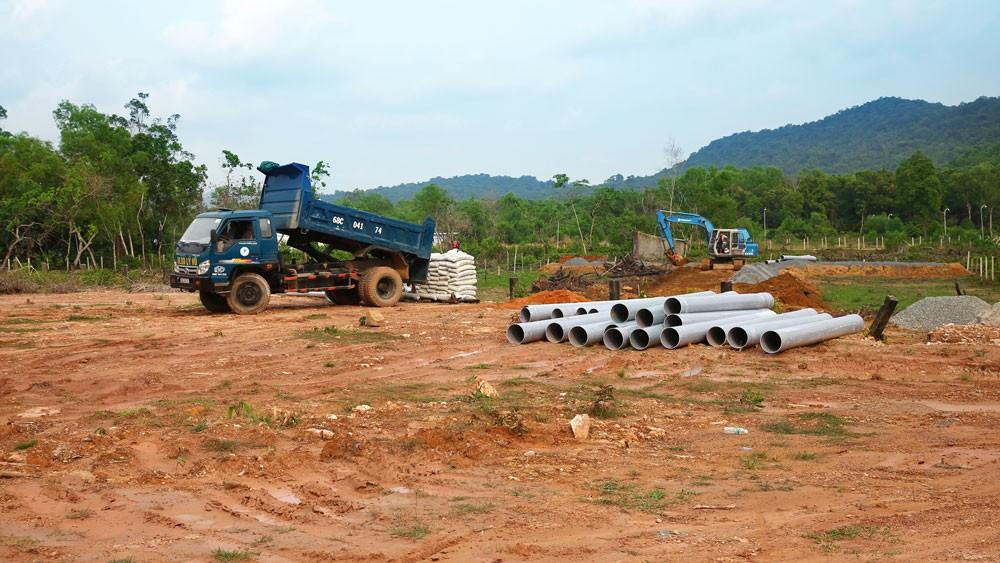 Đất nền tại nhiều địa phương tăng giá, nhưng giao dịch thực diễn ra rất ít. Ảnh: Lê Tiên