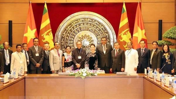 Chủ tịch Quốc hội Nguyễn Thị Kim Ngân và Chủ tịch Quốc hội Karu Jayasuriya chụp ảnh chung sau hội đàm. Ảnh: TTXVN