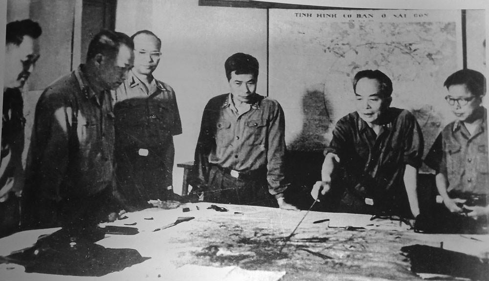 Quân ủy Trung ương theo dõi diễn biến Chiến dịch Hồ Chí Minh, tháng 4/1975