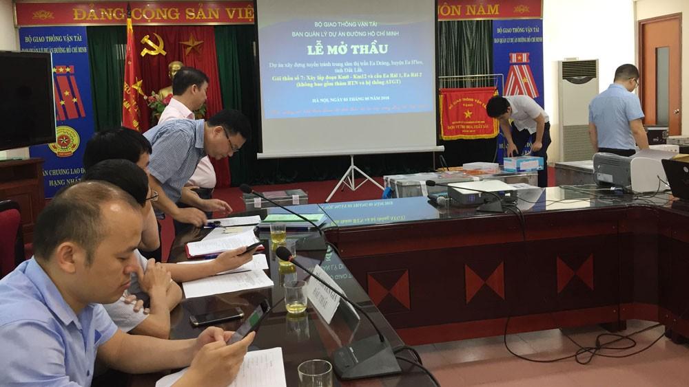 """Mở 3 gói thầu xây lắp tại Ban QLDA đường Hồ Chí Minh: Cuộc so găng của nhiều """"ông lớn"""""""
