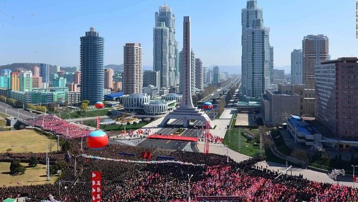 Khu phố Ryomyong ở Bình Nhưỡng, Triều Tiên, trong lễ khánh thành hôm 12/4/2017 - Ảnh: CNN.