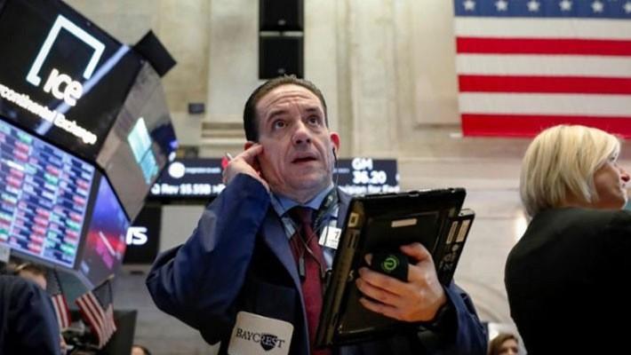 Các nhà giao dịch chứng khoán trên sàn NYSE ở New York - Ảnh: Reuters.