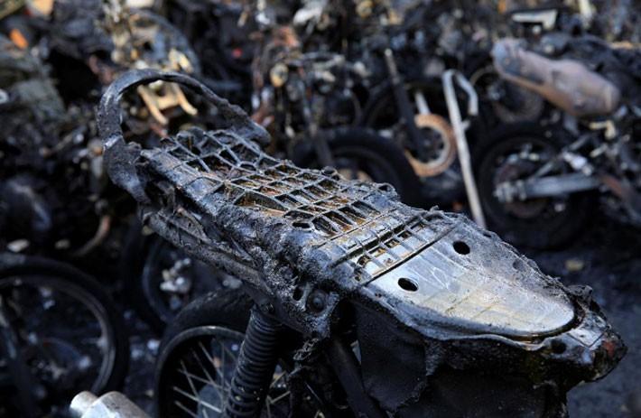 Hiện trường vụ đánh bom nhà thờ khiến ít nhất 13 người thiệt mạng ở Indonesia - ảnh 5