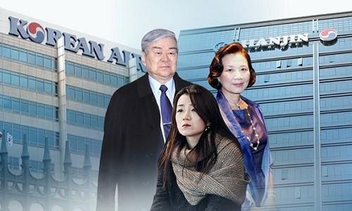 Chủ tịch tập đoàn Hanjin Cho Yang-ho (trái) cùng vợ và con gái út. Đồ họa:Korea Times.