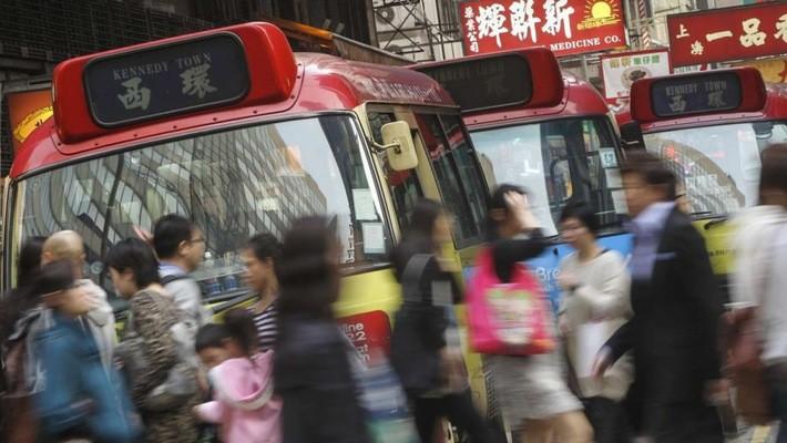 """Từ phục vụ bàn thành """"vua xe bus"""" kiêm trùm địa ốc Hồng Kông"""
