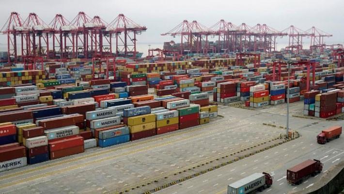 Những container hàng hóa ở cảng nước sâu Yangshan, Thượng Hải, Trung Quốc, hôm 24/4/2018 - Ảnh: Reuters.