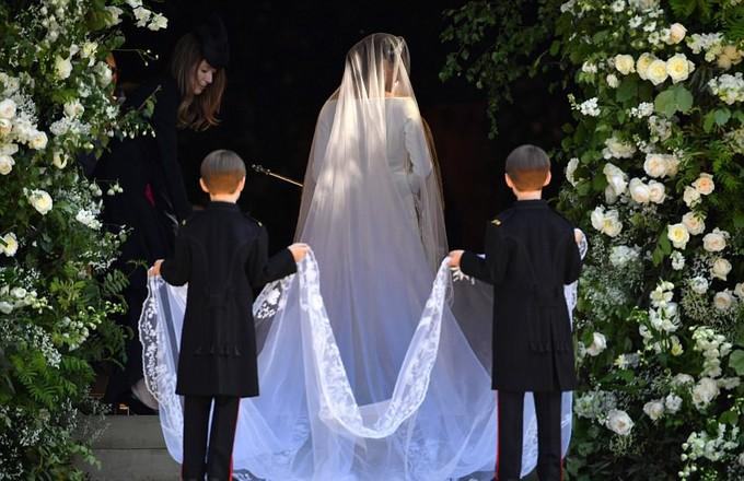 Những khoảnh khắc ấn tượng trong lễ cưới Hoàng tử Anh - ảnh 8