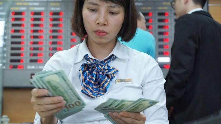 Ngân hàng Nhà nước đã mua vào hơn 32 tỷ USD trong khoảng hai năm qua - Ảnh: Quang Phúc.