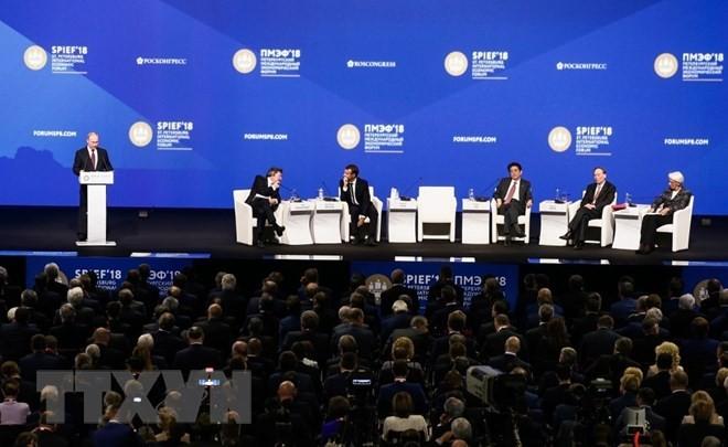 Phần phát biểu của Tổng thống Nga Vladimir Putin tại Phiên toàn thể SPIEF-22. (Ảnh: Lê Quang Vinh/TTXVN)
