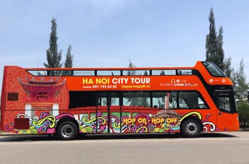 Xe buýt hai tầng đầu tiên ở Hà Nội. Ảnh: Xuân Hoa.