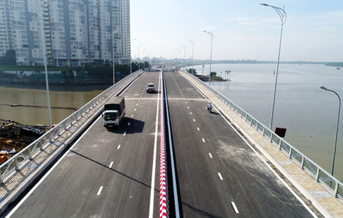 Cầu qua đảo Kim Cươngnằm trên đường ven sông Sài Gòn, đoạn qua nhánh sông Giồng Ông Tố. Ảnh:Quỳnh Trần.