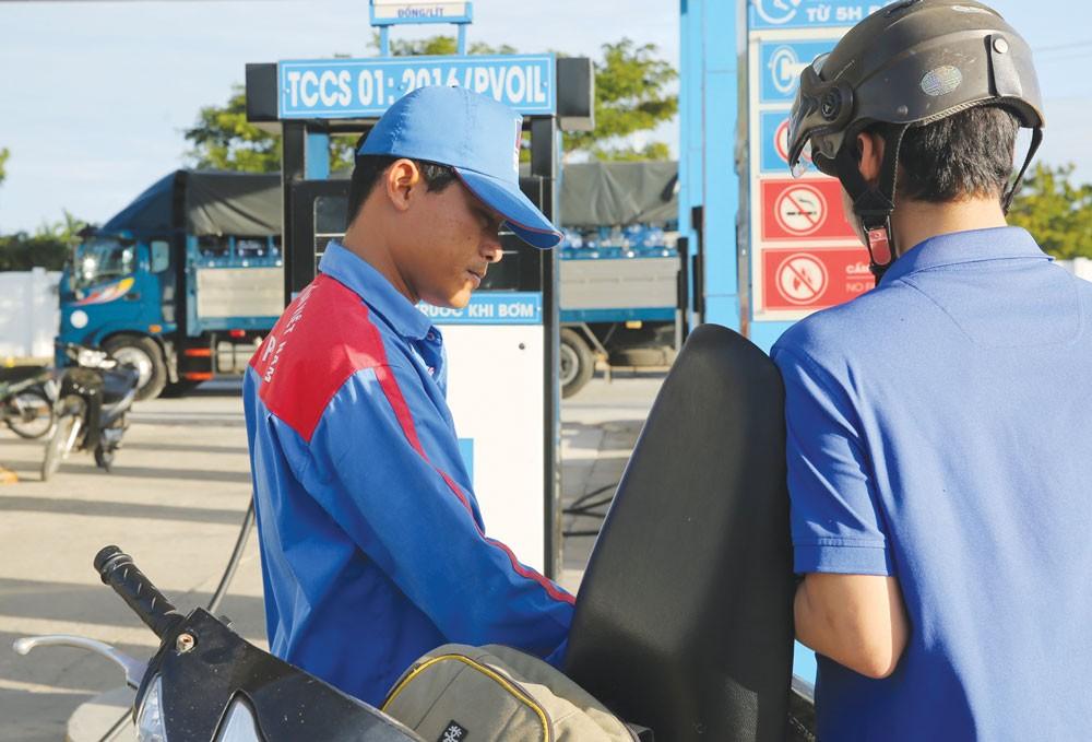Giá xăng dầu là nhân tố cảnh báo có thể khiến lạm phát tăng. Ảnh: Nhã Chi