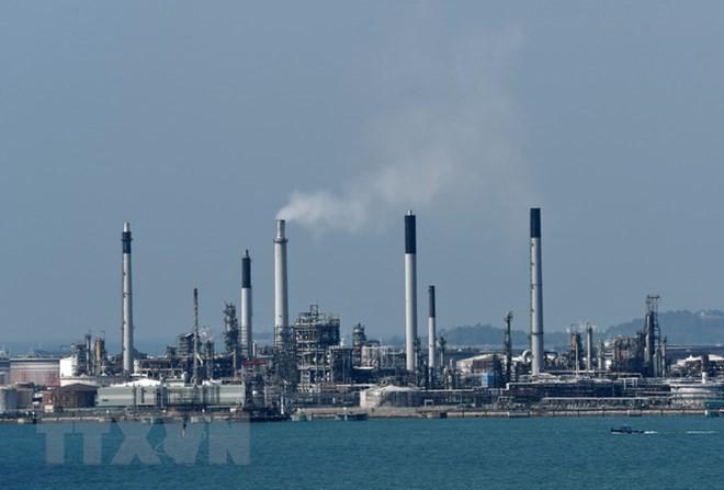 Cơ sở khai thác dầu trên đảo Bukom, ngoài khơi Singapore ngày 19/2. (Nguồn: AFP/TTXVN)