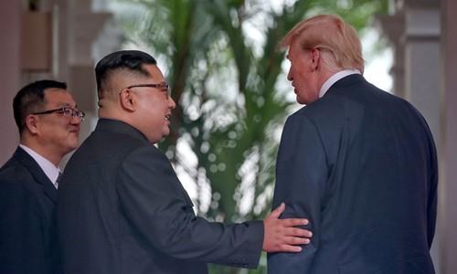 5 giờ gặp gỡ lịch sử giữa Trump và Kim ở Singapore - ảnh 1
