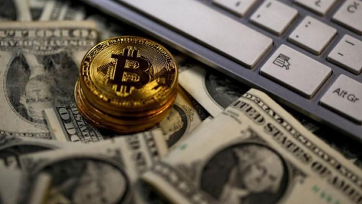 Giá Bitcoin đã giảm quá nửa từ đầu năm - Ảnh: Reuters.