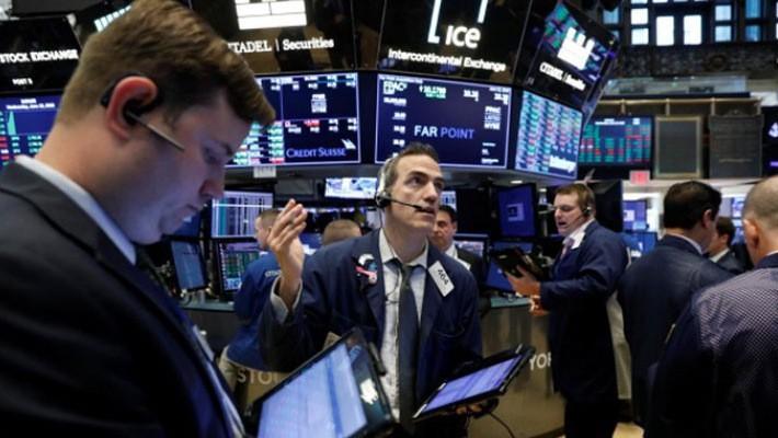 Các nhà giao dịch trên sàn NYSE ở New York, Mỹ - Ảnh: Reuters.