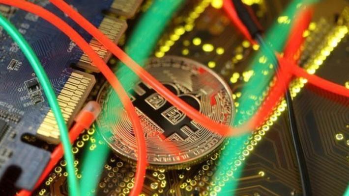 Từ đầu năm đến nay giá Bitcoin đã giảm gần 56%, sau khi tăng hơn 1.300% trong năm 2017 - Ảnh: Reuters.