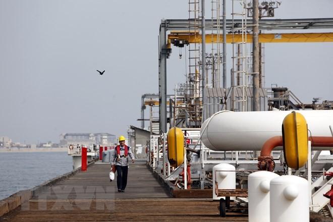 Một cơ sở lọc dầu tại đảo Khark của Iran ở ngoài khơi vùng Vịnh. (Nguồn: AFP/TTXVN)