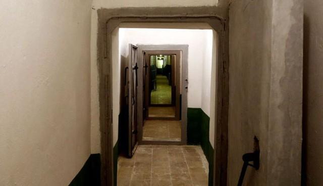 Hầm trú gồm hơn 300 phòng khác nhau. (Ảnh: AP)