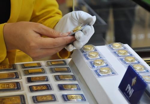 Giá vàng trong nước giảm sáng nay khi giá thế giới đi xuống. Ảnh:Lệ Chi.