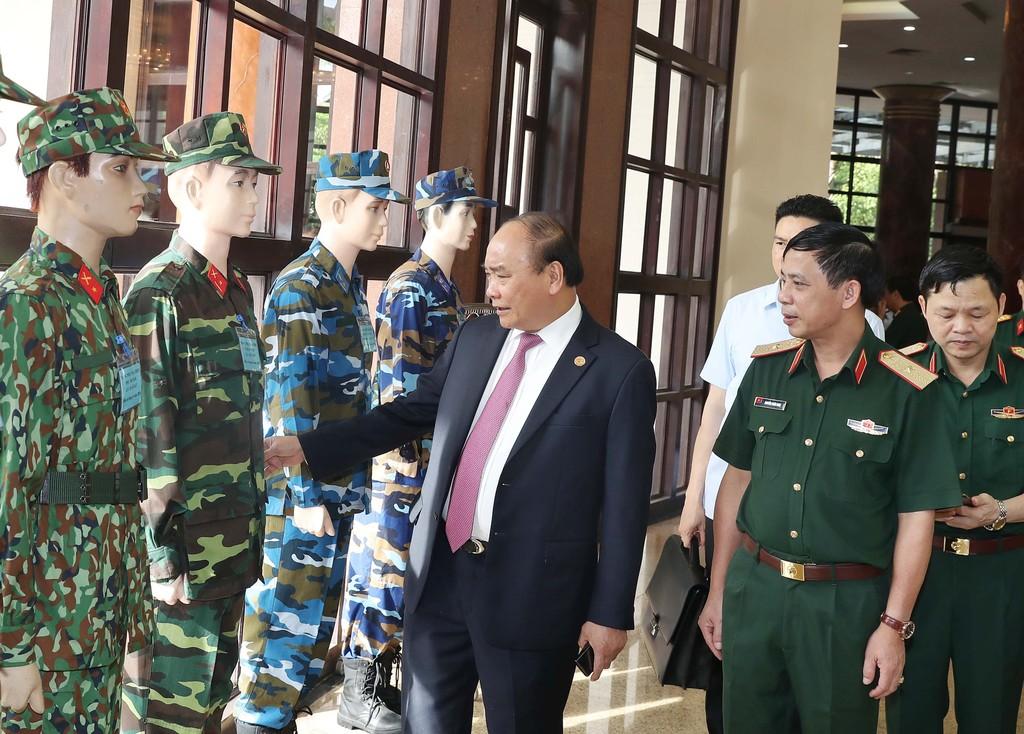 Chùm ảnh: Thủ tướng dự Hội nghị Quân chính toàn quân - ảnh 2