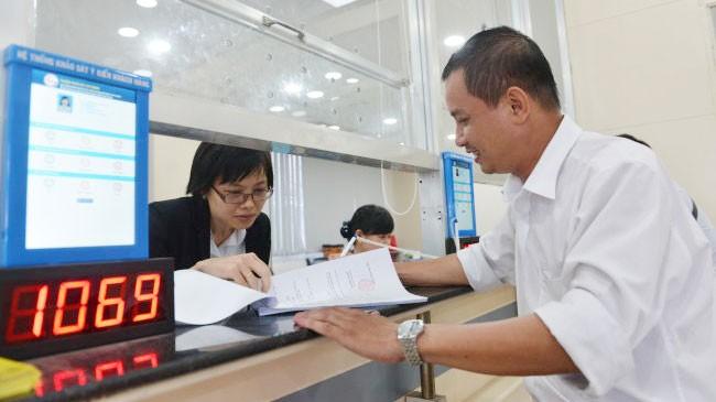 Tăng thuế VAT làm ảnh hưởng đến thu nhập và chi tiêu của các hộ gia đình. Ảnh: Duyên Phan
