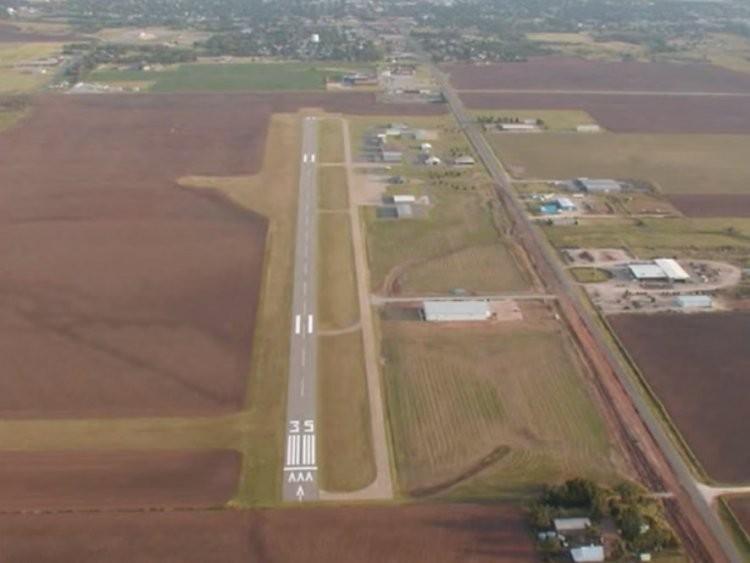 Những đường băng sân bay đáng sợ nhất trên thế giới - ảnh 9