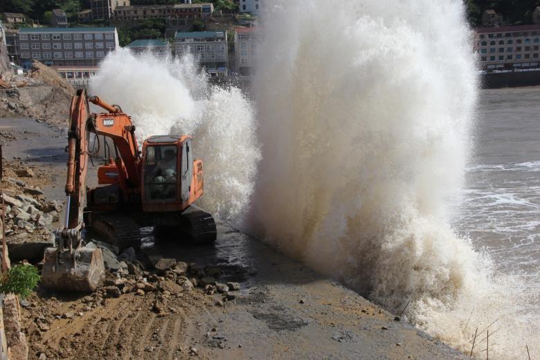 Hình ảnh tan hoang sau khi siêu bão Maria đổ bộ Trung Quốc - ảnh 10