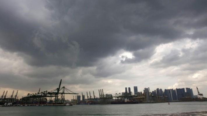 Xung đột thương mại Mỹ-Trung đang phủ bóng lên tăng trưởng kinh tế Singapore - Ảnh: Reuters.