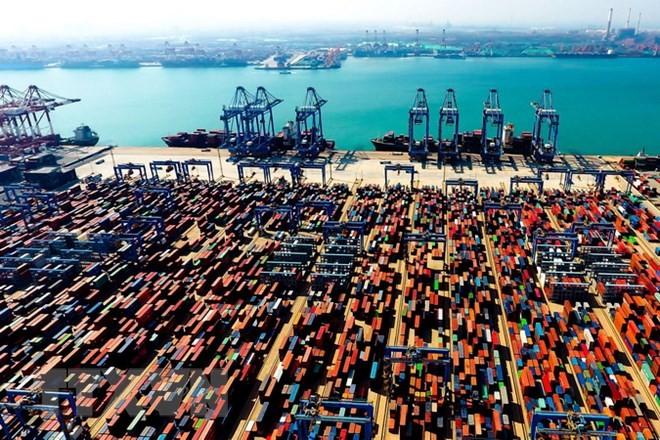 Một cảng hàng hóa ở Thanh Đảo, Sơn Đông, Trung Quốc. (Ảnh: THX/TTXVN)