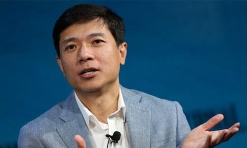 CEO Baidu - Robin Li phát biểutrong một sự kiện. Ảnh:Reuters