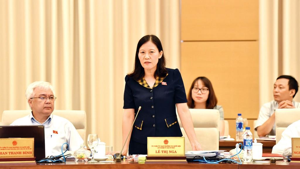 Chủ nhiệm Ủy ban Tư pháp Lê Thị Nga phát biểu tại Phiên họp. Ảnh: Lâm Hiền