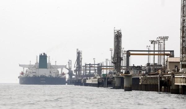Một cơ sở sản xuất dầu mỏ thuộc đảo Khark của Iran ở ngoài khơi vùng Vịnh. (Nguồn: AFP/TTXVN)