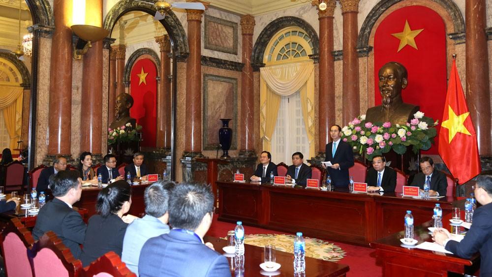 Chủ tịch nước yêu cầu các cơ quan hữu quan của Việt Nam tập trung nguồn lực, trao đổi, hợp tác với các nhà khoa học, các chuyên gia người Việt trong và ngoài nước xây dựng và phát triển thành công Mạng lưới đổi mới sáng tạo Việt Nam