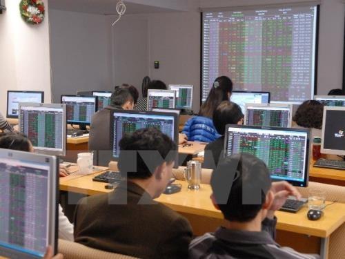 Chứng khoán ngày 23/8: Tăng nhờ lực đẩy cổ phiếu vốn hóa lớn. Ảnh: TTXVN