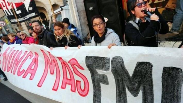 Người dân Argentina biểu tình phản đối Chính phủ nước này xin IMF hỗ trợ - Ảnh: Reuters/BBC.