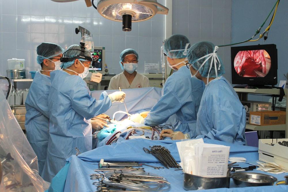 Kỹ thuật mổ tim ít xâm lấn của Bệnh viện E được thế giới công nhận