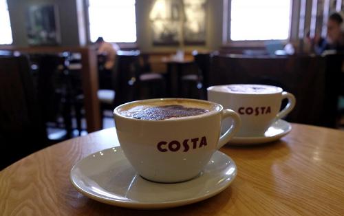 Bên trong một cửa hàng cà phê Costa tạiLoughborough, Anh. Ảnh:Reuters