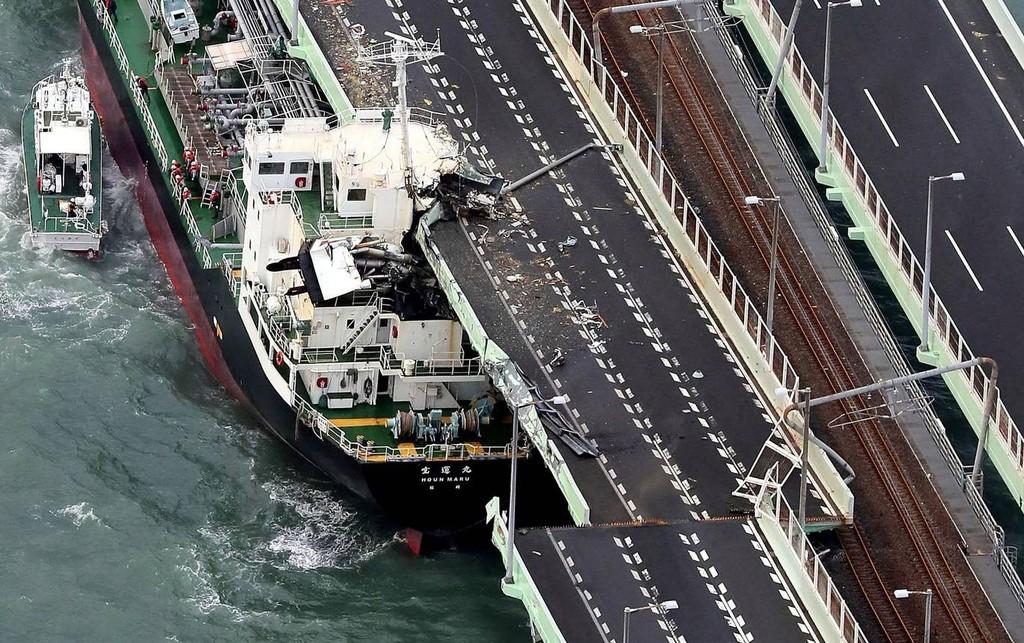 Hình ảnh sau cơn bão mạnh nhất 25 năm ập vào Nhật Bản - ảnh 3