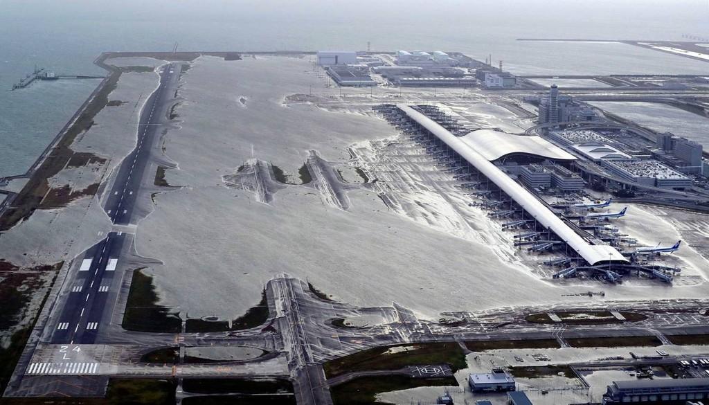 Hình ảnh sau cơn bão mạnh nhất 25 năm ập vào Nhật Bản - ảnh 4