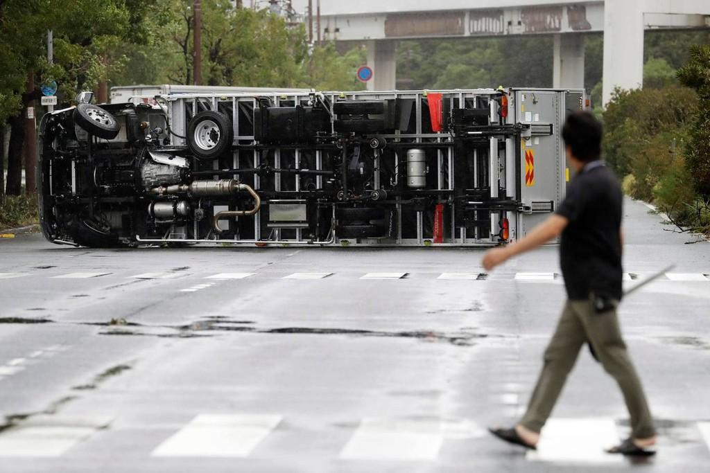 Hình ảnh sau cơn bão mạnh nhất 25 năm ập vào Nhật Bản - ảnh 5