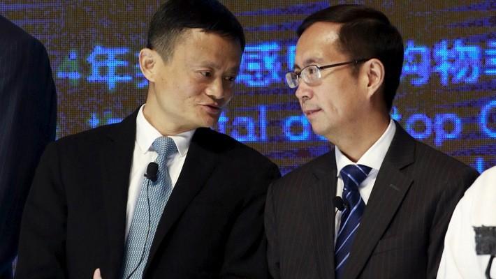 Jack Ma (trái) và Daniel Zhang, CEO của Alibaba Group - Ảnh: Reuters.
