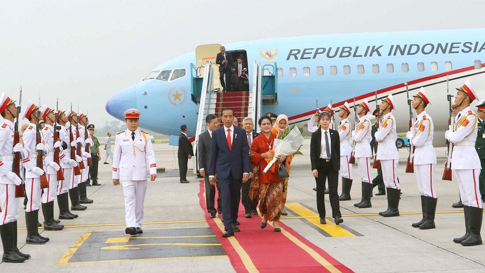 Lễ đón Tổng thống Indonesia Joko Widodo và Phu nhân tại Sân bay quốc tế Nội Bài. Ảnh: Doãn Tấn