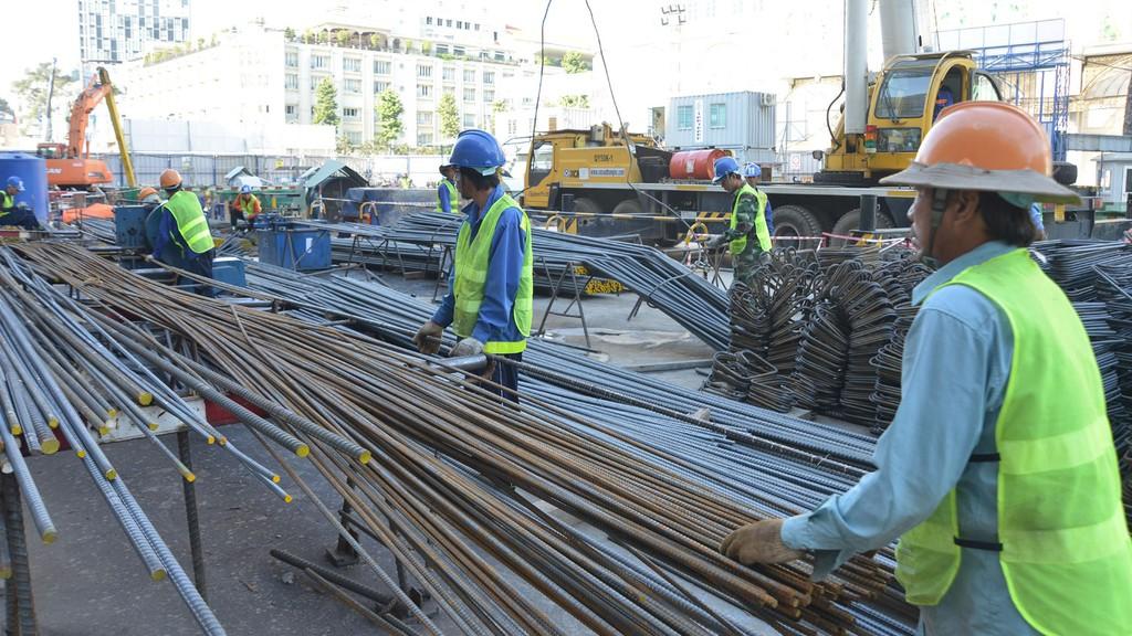 Việc yêu cầu nhà thầu nước ngoài làm thêm 1 bước để xin cấp giấy phép hoạt động xây dựng sau khi đã trúng thầu là không cần thiết. Ảnh: Quang Tuấn