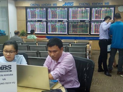 Chứng khoán ngày 25/9: Ngân hàng lao dốc, dầu khí tăng tốc. Ảnh: Văn Giáp/BNEWS/TTXVN
