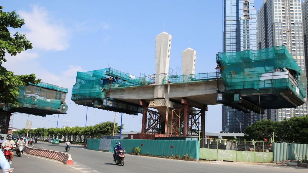 Dự kiến năm 2020 mới hoàn thành xây dựng và đưa vào vận hành tuyến đường sắt đô thị số 1 TP.HCM, tuyến Bến Thành - Suối Tiên. Ảnh: Hoài Tâm