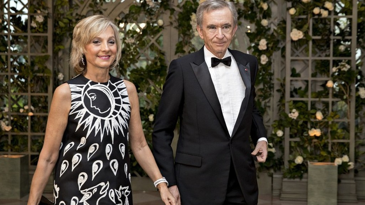 Tỷ phú Bernard Arnault và vợ - Ảnh: Bloomberg.