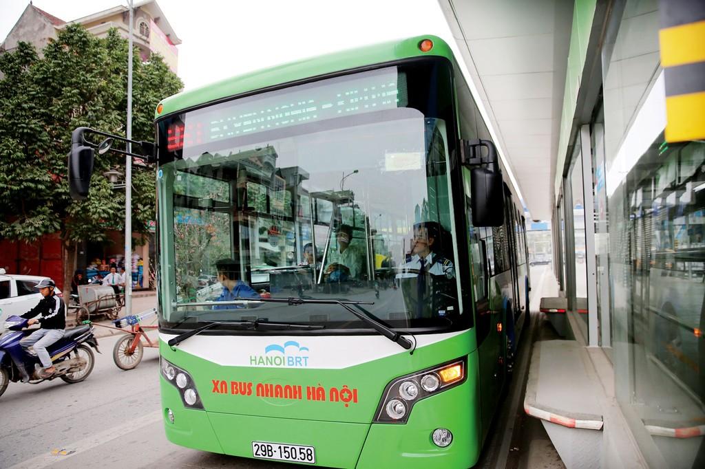 Gói thầu Đoàn xe BRT - giai đoạn 1 cung cấp 35 xe BRT có giá trị 176,29 tỷ đồng. Ảnh: Lê Tiên