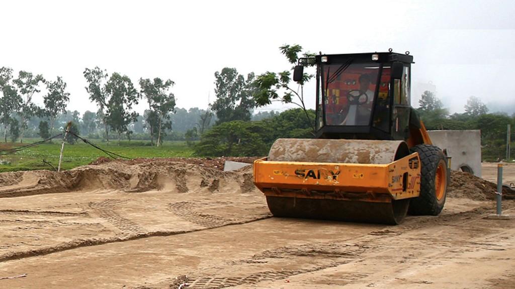 Gói thầu số 05 thuộc dự án trọng điểm của tỉnh Nghệ An nên thu hút sự quan tâm của khá nhiều nhà thầu nhưng chỉ có 3 nhà thầu nộp hồ sơ dự thầu. Ảnh: Lê Thắng